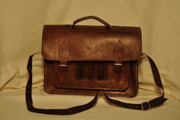 Maletin marrón oscuro 39cm ancho x 28 cm de alto y 8cm
