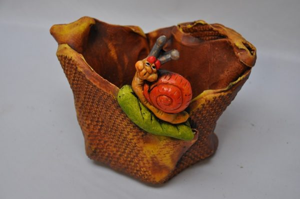 Macetero de Hojas con caracol
