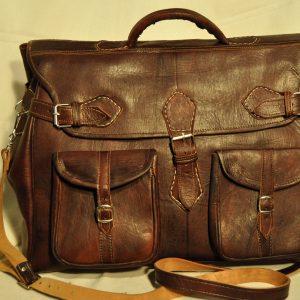 Bolso de viaje de piel marrón oscuro