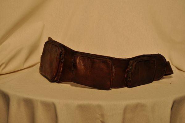 Riñonera de piel marrón oscuro