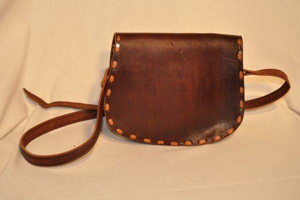 Bolso de piel color marrón oscuro