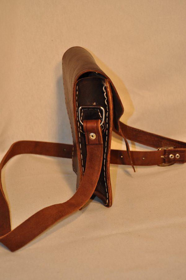 Bolso de piel marrón oscuro