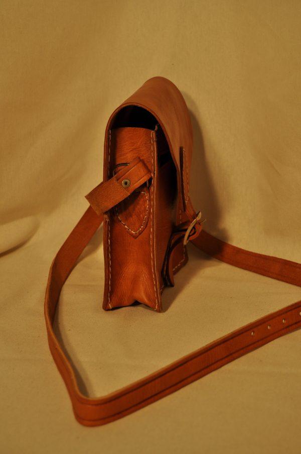 Bolso de piel marrón claro